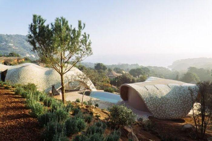 Terletak di Costa Brava, Spanyol rumah tersebut dibangun dengan pemandangan menghadap laut. Enric Ruiz-Geli/Inhabitat.