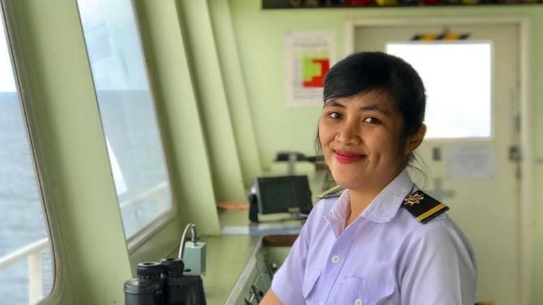 Sosok Pelaut Perempuan Menerjang Stigma di Tengah Laut