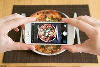 Restoran Ini Punya 'Instagram Butler' yang Bantu Pengunjung Memotret Makanan