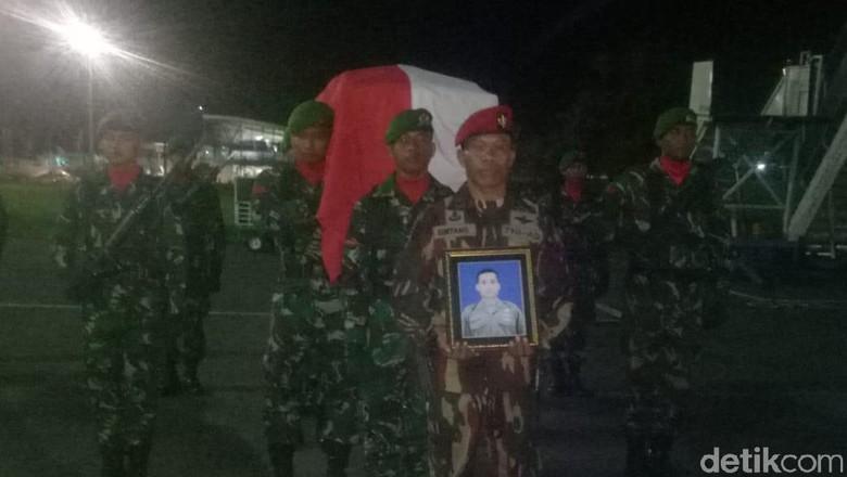 Tiba di Lombok, Jenazah Serda Mirwariyadin Dibawa ke Bima Lewat Darat