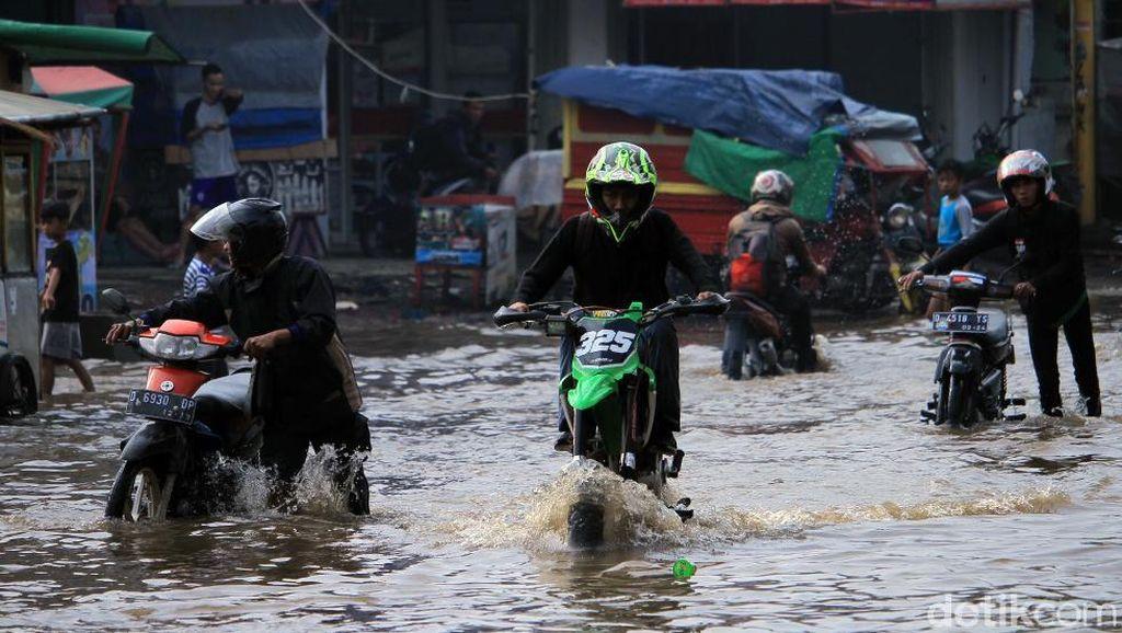 Habis Terjang Banjir Rem Belakang Motor Macet? Ini Sebabnya