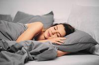 Mandi Sebelum Tidur Bisa Bantu Kamu Terlelap Lebih Cepat, Begini Caranya