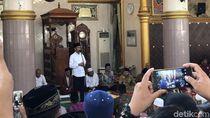 Salat Jumat di Masjid Lampung, Jokowi Serahkan 814 Sertifikat Wakaf
