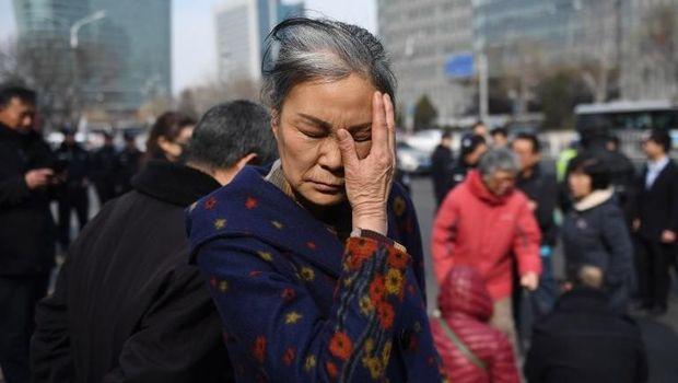 Keluarga korban MH370 di China tak kuasa menahan kesedihan saat menuntut kejelasan