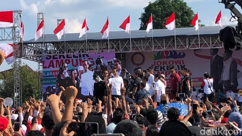 Jokowi Kampanye di Bandar Lampung, Via Vallen Ajak Goyang Dayung