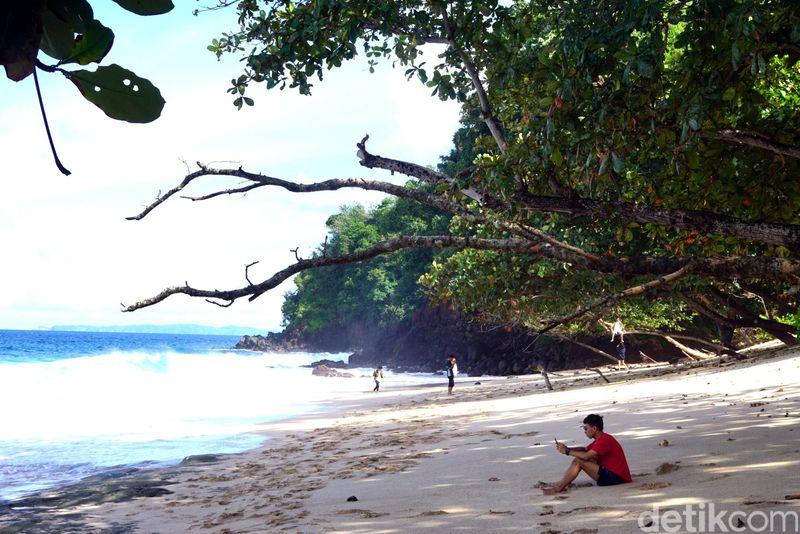 Inilah Pantai Kanada di Kota Bitung, Sulawesi Utara. Pantai ini masih perawan dan jarang dikunjungi wisatawan. (Wahyu/detikTravel)