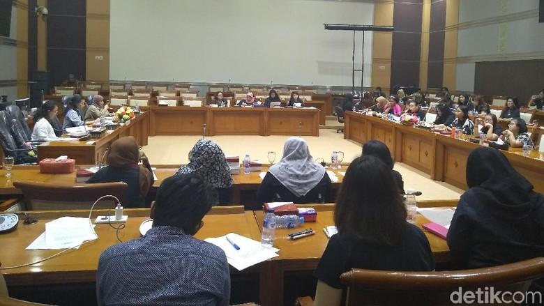 Komisi VIII Didesak Hapus Pasal Pemasangan Kontrasepsi Disabilitas di RUU P-KS