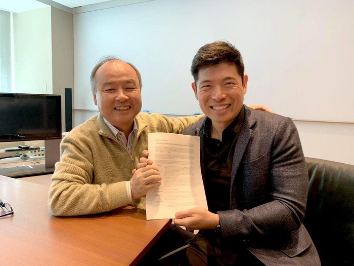 Masayoshi Son dan Anthony Tan. Foto: Linkedin