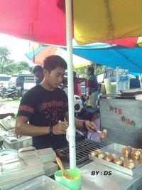 Penjual Siomay hingga Pecel Lele, Ini 5 Penjual Makanan Berwajah Ganteng