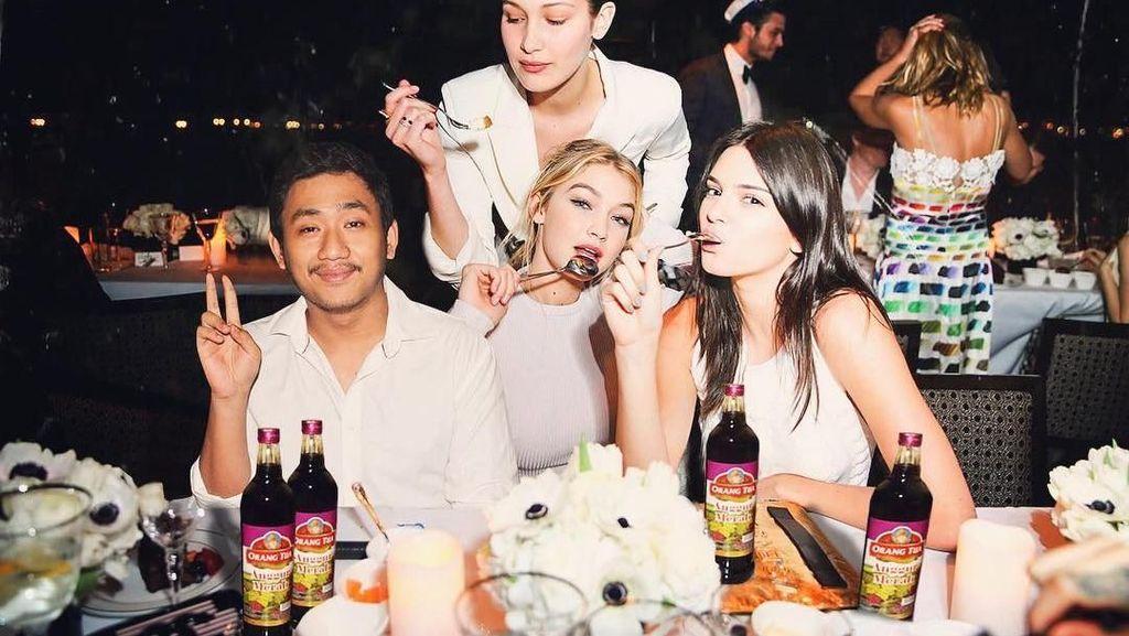 Kocak! Pria Asal Depok yang Makan Bareng Selena Gomez dan Katy Perry