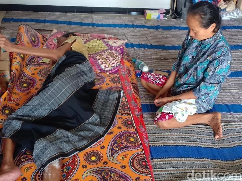 Cerita Kakek Lumpuh yang Mengungsi Akibat Banjir Madiun