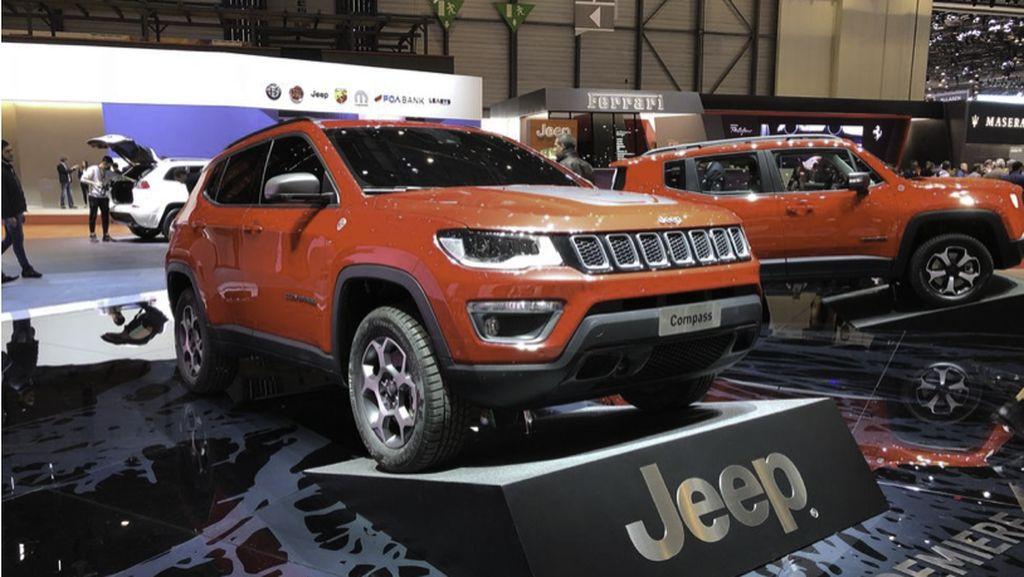 Jeep Renegade dan Compas dengan Colokan Listrik