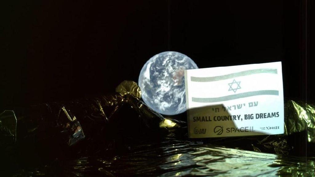 Terbang Menuju Bulan, Wahana Israel Selfie dengan Bumi Bulat