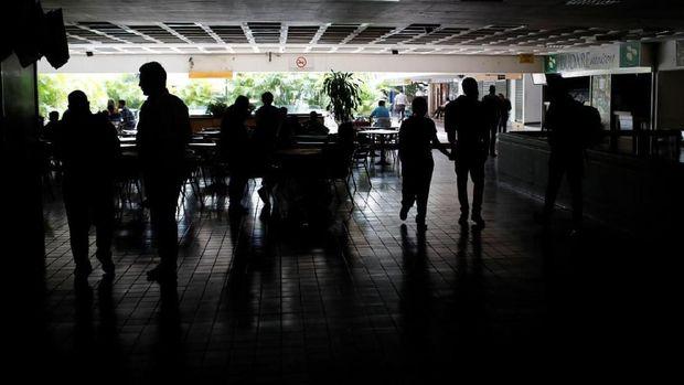 Sumber Listrik Disabotase, Venezuela Gelap Gulita