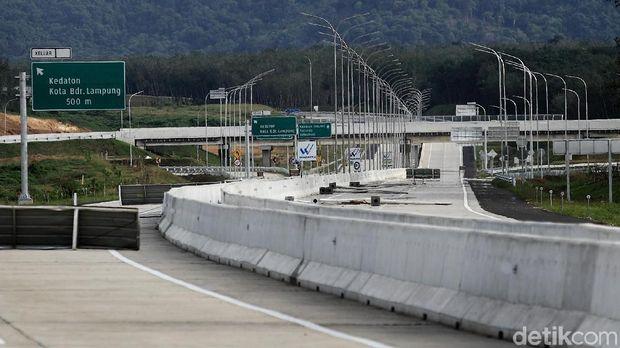 Begini Rasanya 'Ngegas' Mobil Sejauh 140 km di Tol Terpanjang RI