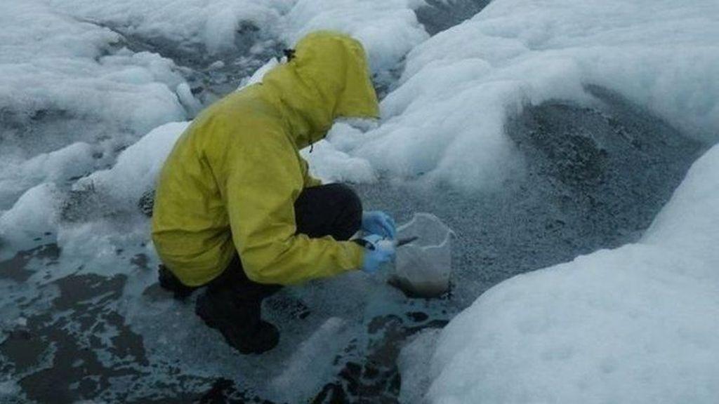 Hujan di Tengah Musim Dingin Mencairkan Lapisan Es di Greenland