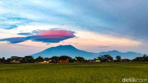 62 Koleksi Foto Penampakan Gunung Lawu HD Terbaik