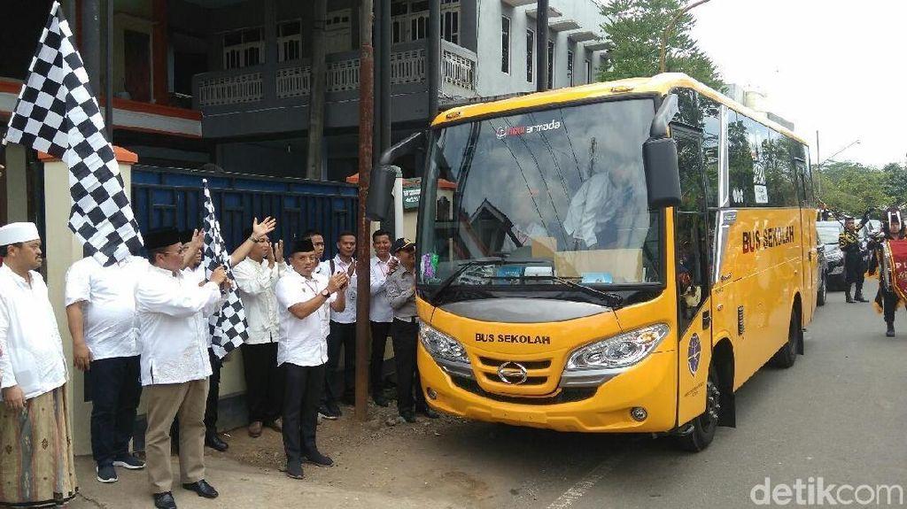 Pemerintah Bagi-bagi 100 Bus Sekolah Tahun Ini