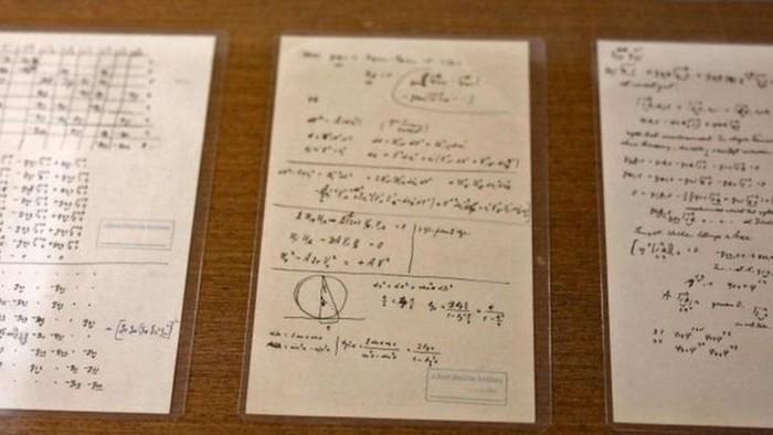 Pada salah satu catatannya, Einstein mengaku setelah 50 tahun menekuninya, dia tetap tidak memahami sifat kuantum cahaya. (AFP)