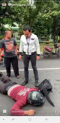 Wali Kota Bogor Bima Arya Beraksi, Tolong Polisi yang Terkapar di Jalan