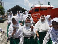 Antusiasme Pelajar Kepulauan Seribu Nabung di Bank Terapung