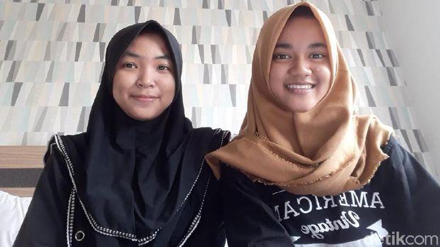 Anindita Rahma Candrasekar (16) dari kelas XI IPA 1 dan Dian Nur Wijayanti (17) dari kelas XI IPA 6.