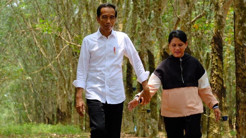Selalu Gandeng Tangan Iriana, Jokowi Pamer Kemesraan?
