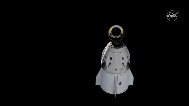 An unmanned capsule of the SpaceX Crew Dragon spacecraft splashes down into the Atlantic Ocean, after a short-term stay on the International Space Station, in this still image from video, in the Atlantic, about 200 miles off the Florida coast, U.S., March 8, 2019.  Courtesy NASA/Handout via REUTERS  ATTENTION EDITORS - THIS IMAGE HAS BEEN SUPPLIED BY A THIRD PARTY.