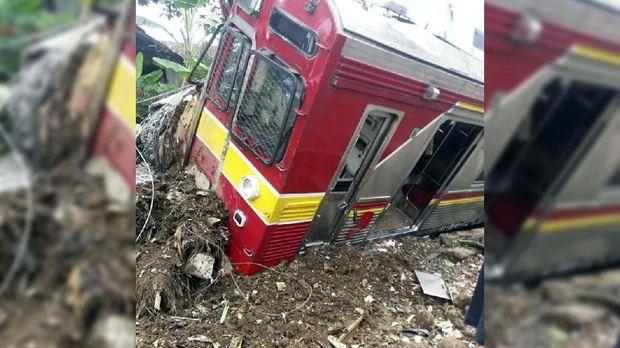 KRL Jakarta-Bogor terguling, Minggu (10/3).