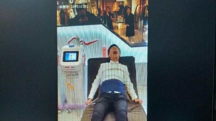 Ketika pria diberikan kesempatan menjajal simulasi melahirkan. Foto: Repro viral Twitter