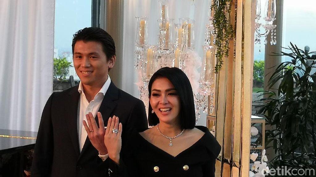 Desainer Rinaldy Siapkan 3 Hiasan Khusus untuk Pernikahan Syahrini