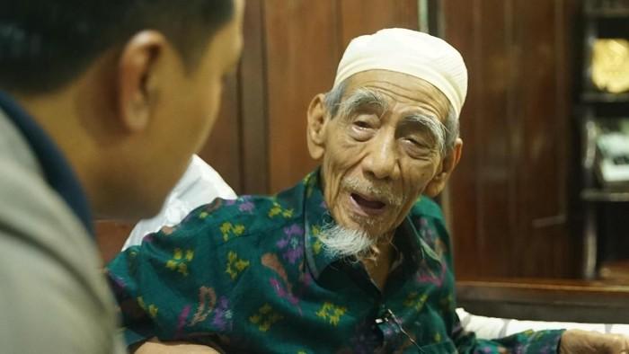 KH Maimun Zubair saat diwawancarai detikcom, Senin (4/3/). (Foto: Didik Dwi H/20detik)