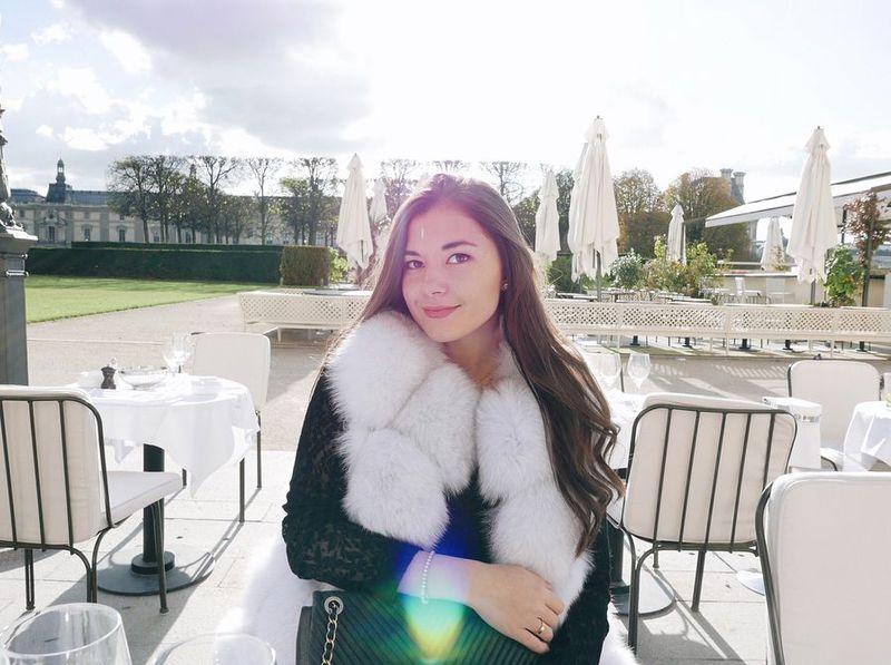 Anisha Isa-Kalebic merupakan cucu dari Pehin Dato Haji isa, salah satu penasihat dari Sultan Brunei Hassanal Bolkiah alias ayahnya Pangeran Abdul Mateen (Instagram/anishaik)