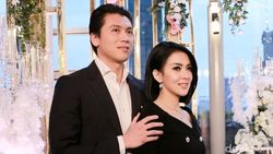 Setahun Pernikahan dengan Syahrini, Reino Barack: I Love You!