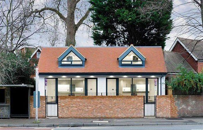 Bekas toilet umum ini berada di Ewell Village Surrey, Inggris. Istimewa/Dailymail/Rightmove.