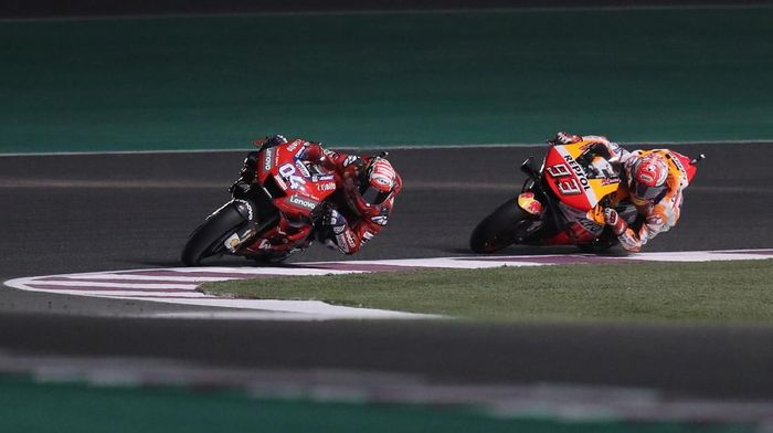 MotoGP - Qatar Grand Prix - Losail International Circuit, Lusail, Qatar - March 10, 2019   Mission Winnow Ducatis Andrea Dovizioso and Repsol Honda Teams Marc Marquez during the race   REUTERS/Ibraheem Al Omari