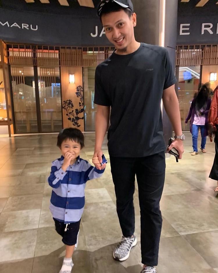 Pebulutangkis Mohammad Ahsan memiliki anak laki-laki bernama, King Arsakha Ahsan. Arsakha lahir pada 12 Juni 2015. (Foto: Instagram @king.chayra)