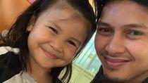 7 Foto Kedekatan Pebulutangkis Mohammad Ahsan dan Anak-anaknya