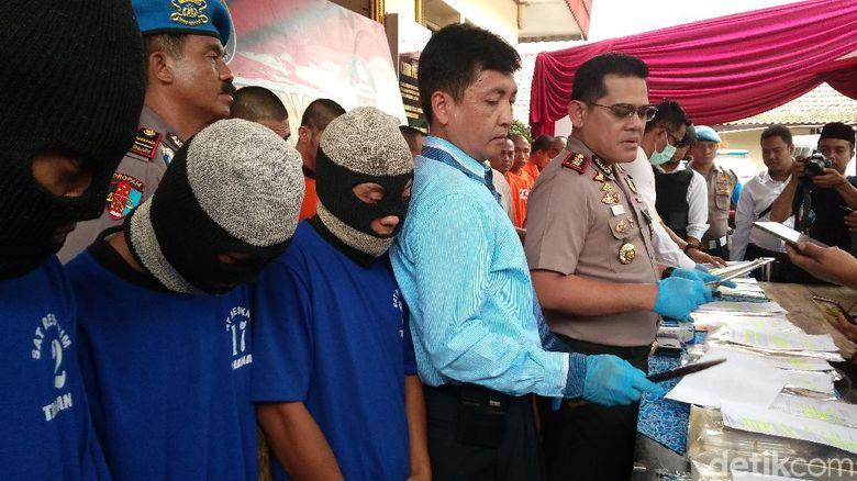 Gondol 3 Batang Emas Komplotan Pencuri Di Cirebon Ditembak