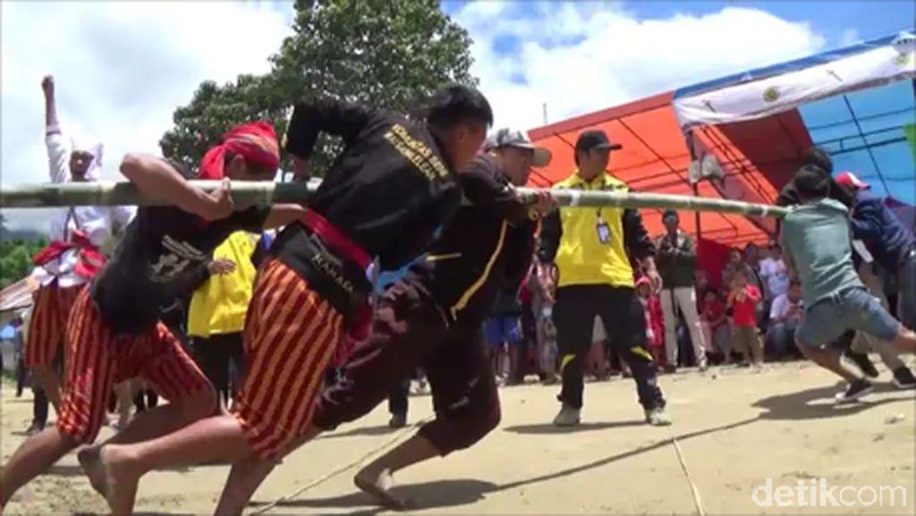 Mereka Rela Pulang Kampung Demi Bermain Permainan Tradisional