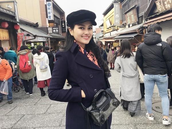 Selain ke Osaka dan Tokyo, Jessica juga mampir ke kota tua Jepang di Kyoto. Jessica pun tampak sangat cantik dengan senyumnya (Instagram/jesicafitriana)