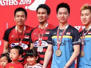 Mohammad Ahsan beberapa kali mengajak anaknya hadir dalam pertandingan bulutangkis yang diikutinya, termasuk saat Indonesia Masters 2019. (Foto: Instagram @king.chayra)