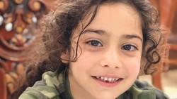 Bocah berusia lima tahun, Arat Hosseini, bikin geger karena berperut sixpack. Kemampuan memanjatnya juga luar biasa keren mirip Spiderman.