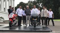 Usai Bertemu Miss Universe, Jokowi Tunggangi Motor Balap di Istana