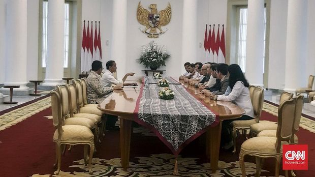 Presiden Jokowi membahas kesiapan MotoGP Indonesia bersama bos Dorna.