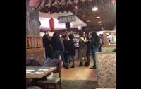 Duh, Dua Ibu Ini Cekcok di Restoran Buffet Karena Rebutan Kaki Kepiting