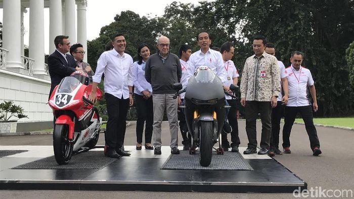 Presiden Joko Widodo bertemu dengan bos promotor MotoGP Carmelo Ezpeleta. (Foto: Ray Jordan/detikcom)