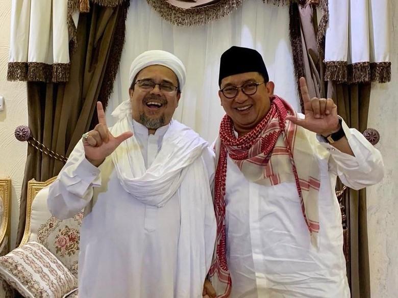 Fadli Zon-Habib Rizieq Kompak Pose 2 Jari di Mekah