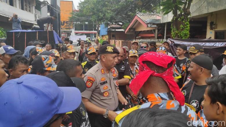 Perwakilan Massa Pendemo di Pasar Minggu Temui Pihak Adhi Karya