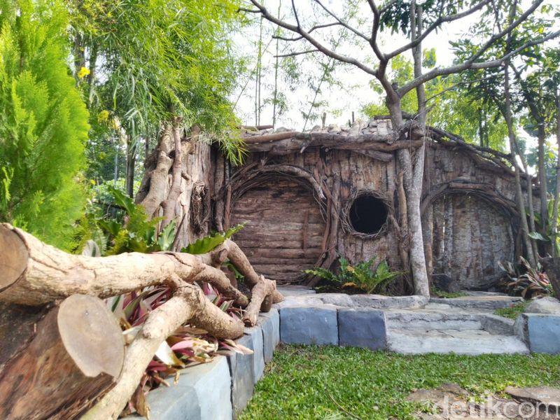 Wedding outdoor ini bisa menampung 1.000 undangan. Terdapat gapura pintu masuk yang terbuat dari susunan bambu (Dadang Hermansyah/detikcom)
